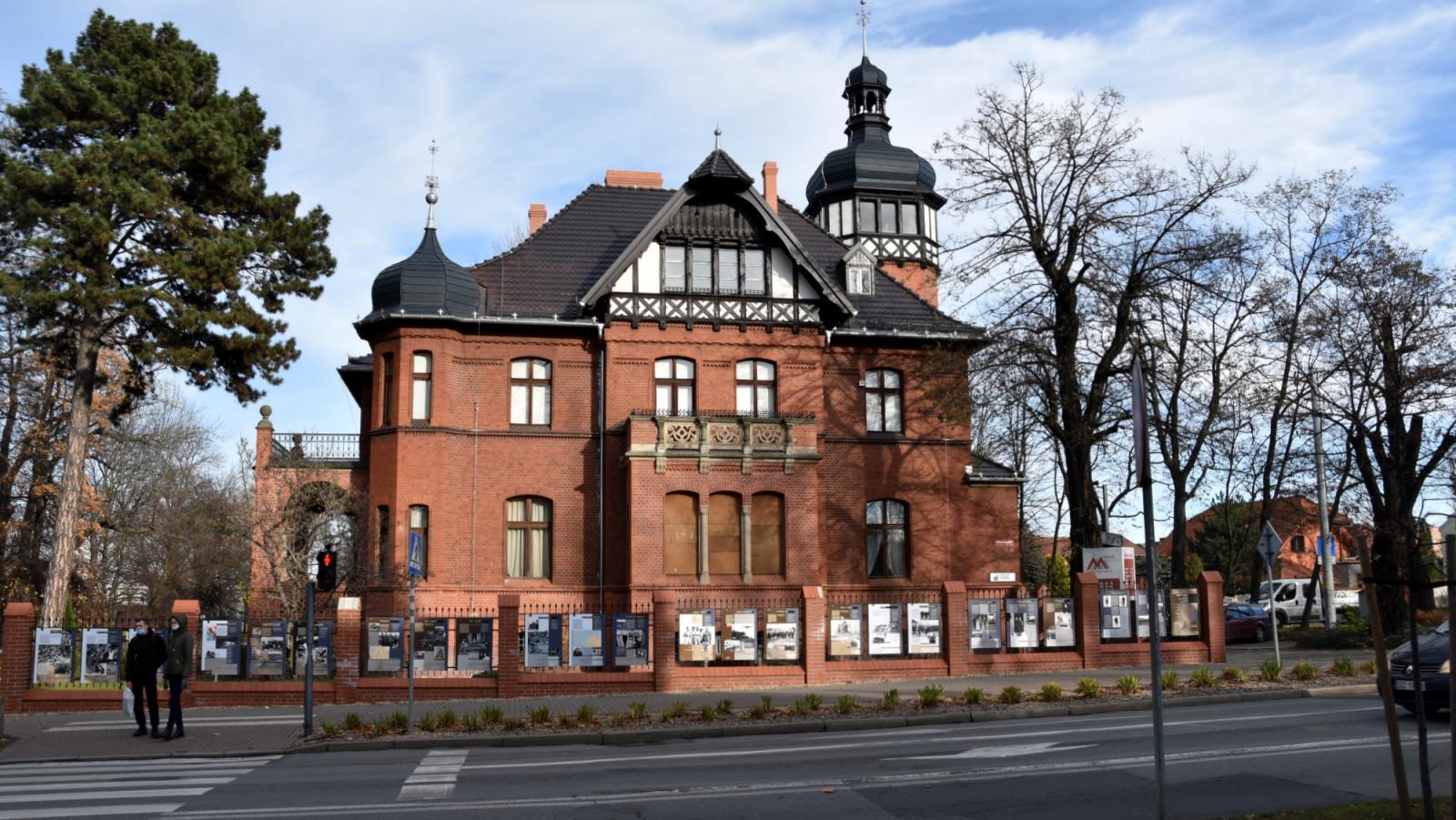 Budynek dzierżoniowskiego muzeum z zewnątrz